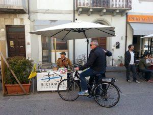 """""""Bike to Work Day"""" presso l'Officina del Caffè, via Fratti angolo XX Settembre"""