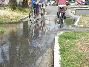 Pista ciclabile Città Giardino Viareggio invasa dall'acqua