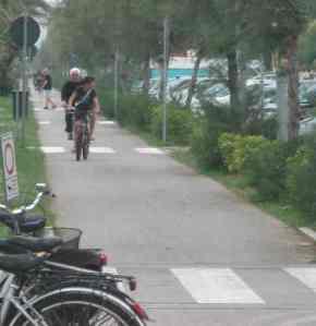 Pista Ciclabile LIdo di Camaiore davanti Hotel Riviera Pontile2014-06-25 12.46.04