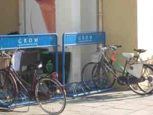 Grom Viareggio rastrelliere bicicletta2014-08-09
