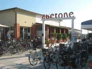 parcheggio bici Bagno Abetone Lido di Camaiore2014-08-09
