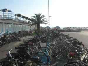 Parcheggio bici bagno Imperia Viareggio  2014-08-09