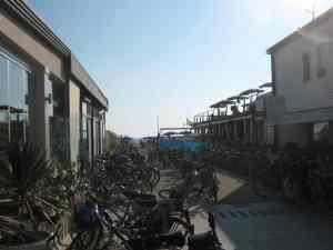 Parcheggio bici Bagno Isonzo Lido di Camaiore2014-08-09