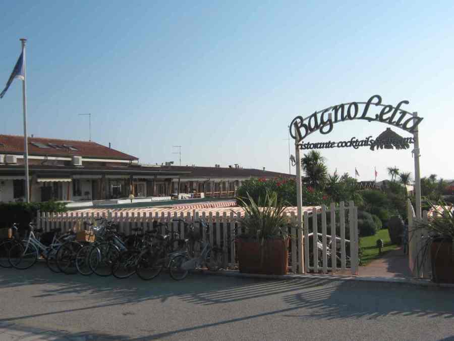 Parcheggio bici bagno leila viareggio città giardino 2014 08 09