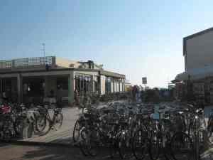 Rastrelliera bici Bar Baroni Lido di Camaiore 2014-08-09