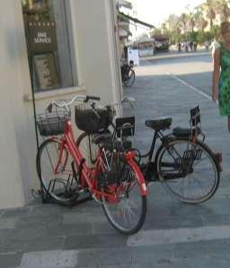 sisley_viareggio_rastrelliera_biciclette_bike_service_2014-08-09