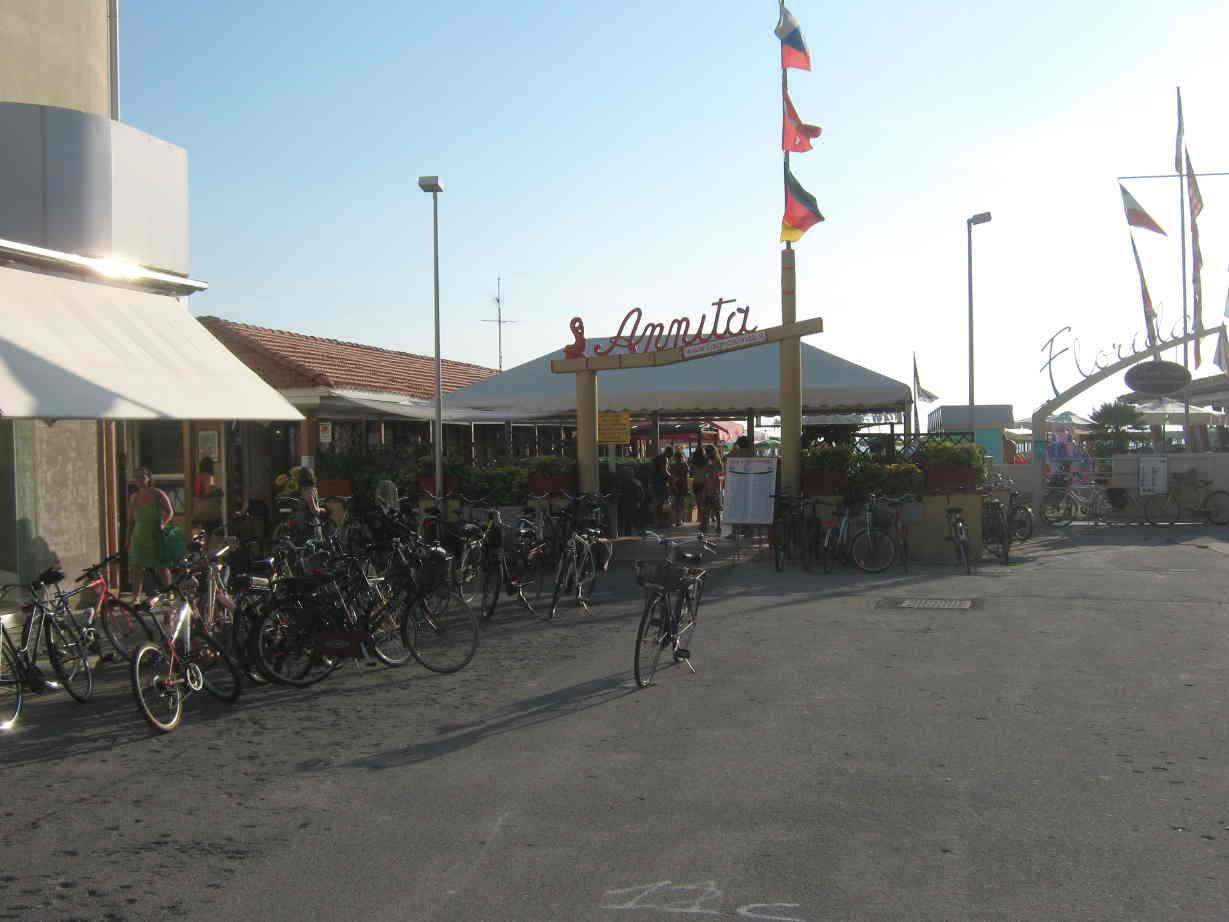 Versilia la bici la migliore amica di balneari e commercianti benzina zero - Bagno amedea viareggio ...