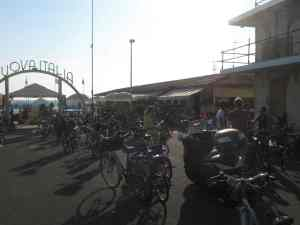 Via Marconi Viareggio Bagno Nuova Italia fronte 2014-08-09 19.11.55