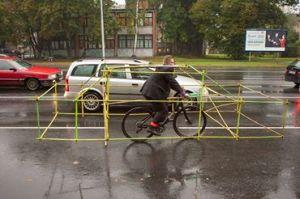 bici con intelaiatura sagoma auto