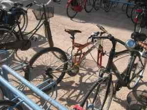 Parcheggio bici Stazione Viareggio piazza Dante bici abbandonata