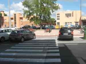 Passaggio pedonale parcheggio biciclette Stazione FZ Viareggio piazzale Dante