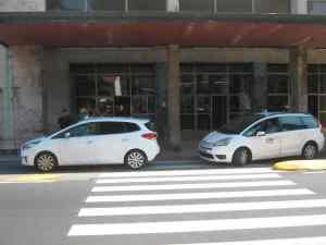 Passaggio pedonale Stazione Viareggio con taxi