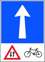 Senso unico con circolazione di ciclisti in senso inverso CH-Hinweissignal-Einbahnstrasse_mit_Gegenverkehr_von_Radfahrern