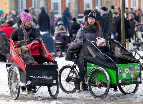 Mamme cargo bike neve danimarca scuola bambini