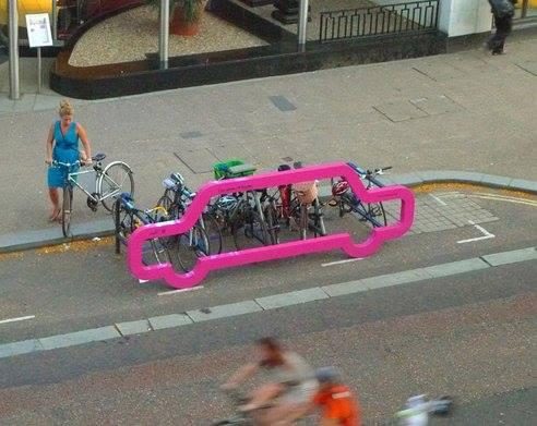 Rastrelliera per bici confrontata con auto