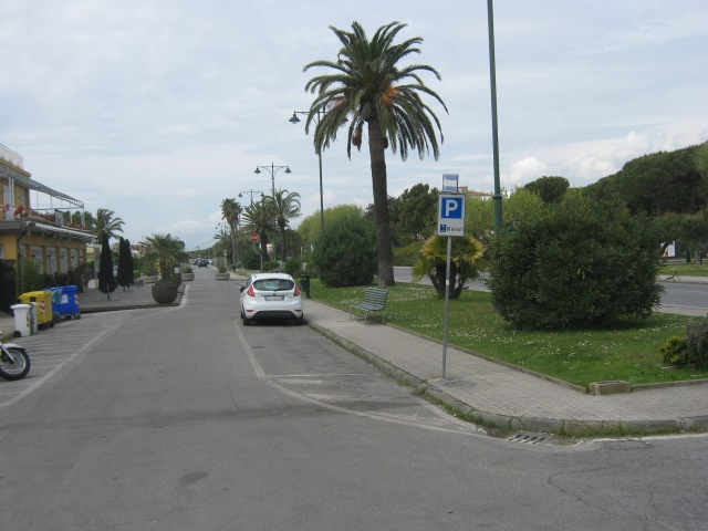 2015-04-23 15.04.01  parcheggio lungomare Forte dei Marmi Versilia