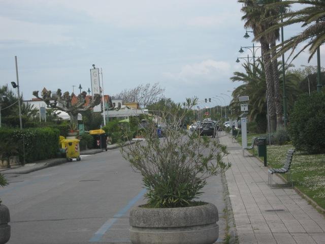 2015-04-23 15.04.36  parcheggio lungomare Forte dei Marmi Versilia