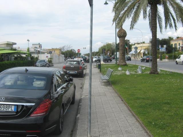 2015-04-23 15.05.37  parcheggio lungomare Forte dei Marmi Versilia