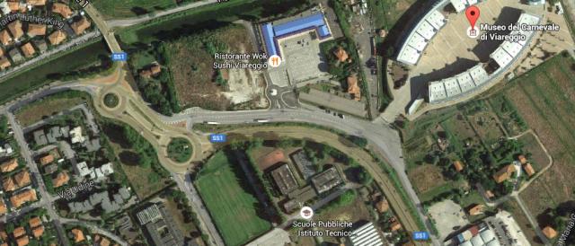 Cittadella del Carnevale Coop rotonde autostrada Viareggio 2015-08-19 09.11.43