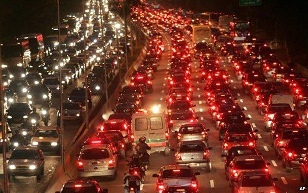 Ingorgo stradale notturno
