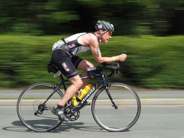 1024px-uk_ironman_2015_competitor_-_cycling