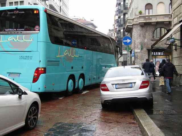 Ciclisti arroganti automobili Milano 2