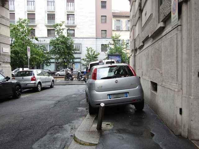 Ciclisti arroganti automobili Milano 7