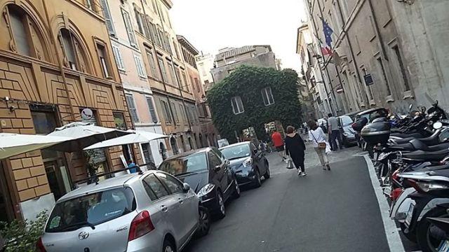 Via Urbana Roma 2016 parcheggio automobili motocicli