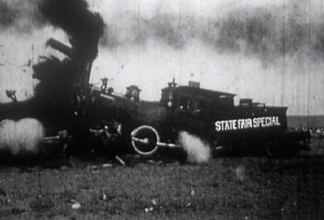 Train_crash_show_at_1913_California_State_Fair_-_the_moment_of_impact