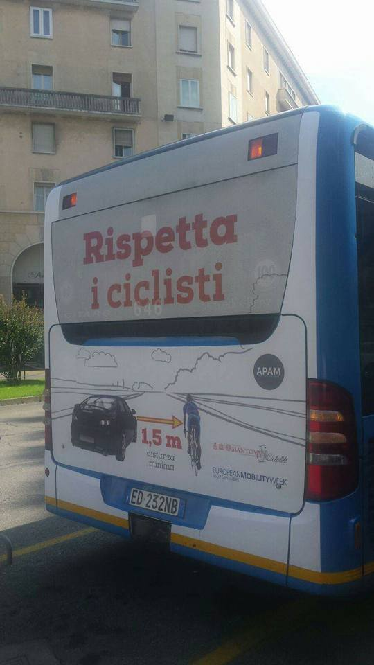 rispetta-il-ciclsta-campagna-apam-mantova-sorpasso-auto-bici-un-metro-e-mezzo