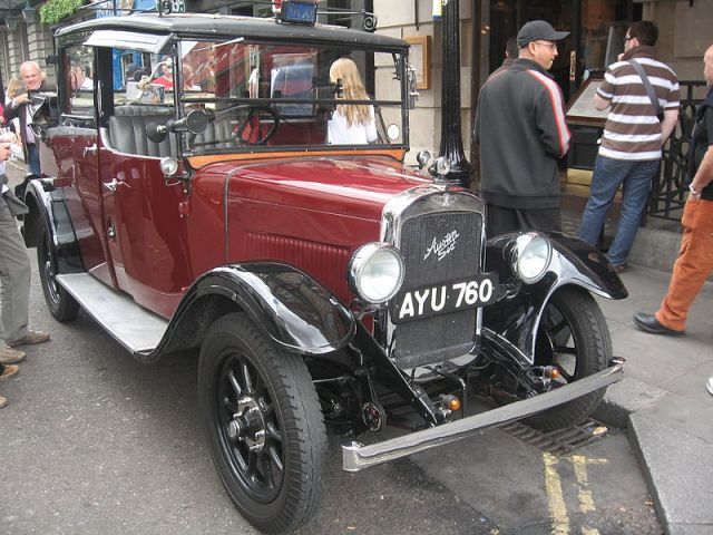 800px-old_taxi_austin_six_covent_garden_4693400655
