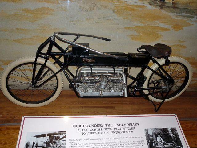 800px-curtiss_v-8_motorcycle