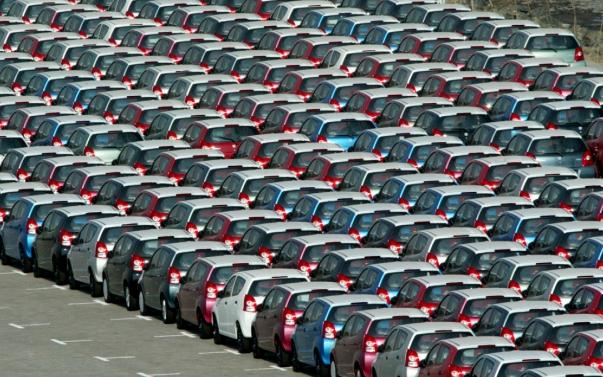 auto compatte coda parcheggio