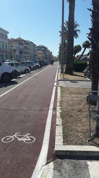 Viareggio Passeggiata. Rossa e asfaltata nel 2017.