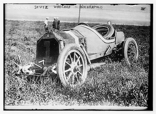 auto da corsa in panne 1910 circa