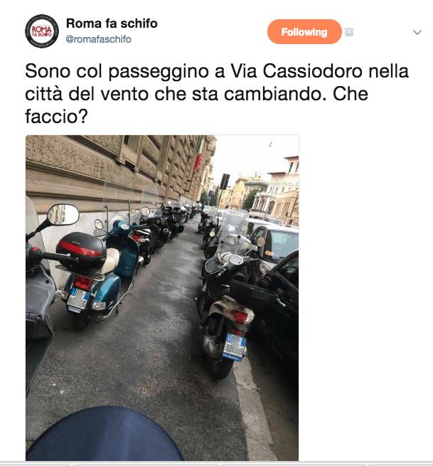viaCassiodoro Roma scooter parcheggio Screenshot 2017-10-29 09.43.12