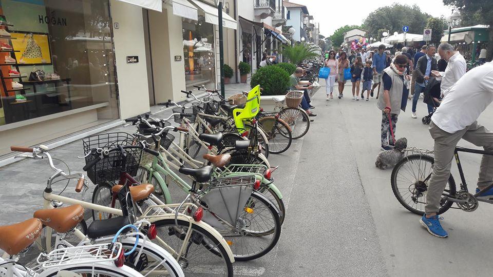 Più Parcheggi Per Biciclette A Forte Dei Marmi Benzina Zero