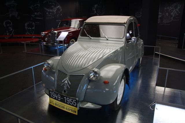 Citroen_2_CV_at_Car_Exhibition_in_Kaiser-Franz-Josefs-Höhe,_Grossglockner_High_Alpine_Road